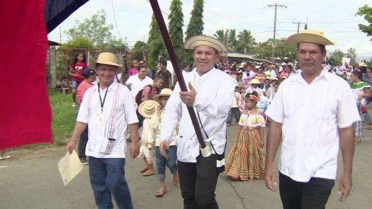 Luis Casis fue el abanderado durante los desfiles del 28 de noviembre en Las Garzas