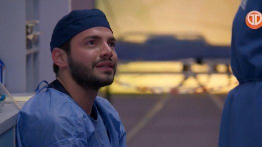 Enfermeras: Carlos llora al no poder estar con su hijo