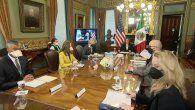 Kamala Harris y López Obrador prometen cooperar para resolver crisis en la frontera