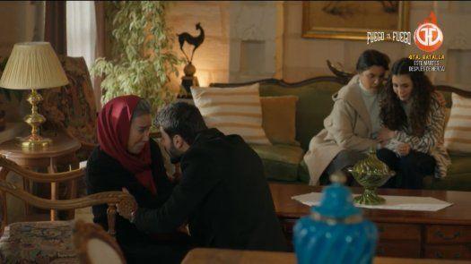 Miran sorprende a Reyyan y a Dilsah hablando y les pide que le digan que le están ocultando.