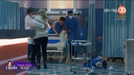 Felipe tiene una reacción agresiva y lastima a Helena que cae al suelo, Carlos Pérez le ayuda a levantarse y se preocupan por su embarazo.