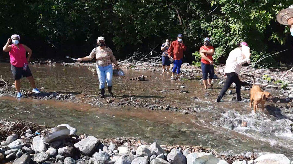 Moradores de Mariato piden solución ante afectaciones por crecida de río
