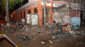 Ochenta muertos en un atentado múltiple en ciudad de India