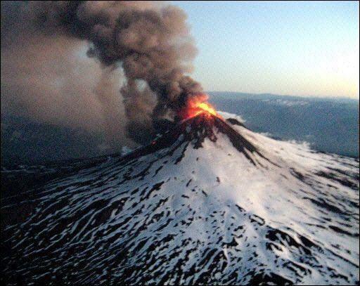 Volcán en erupción es el Chaitén no el Michimahuida