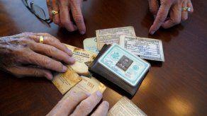 Hombre recupera billetera perdida hace 53 años en Antártida