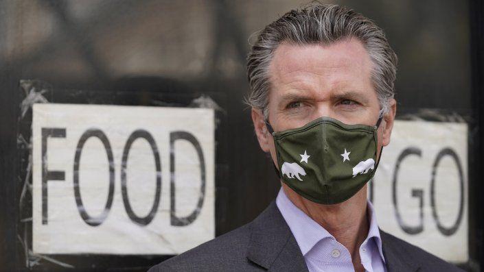 Los opositores al uso de mascarillas en lugares de trabajo ya han insinuado que el gobernador Gavin Newsom podría usar sus poderes ejecutivos para invalidar la decisión.