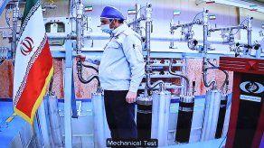 Irán anunció que comenzó a producir uranio enriquecido.
