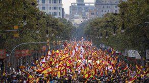 España celebra su fiesta nacional con reyes y pompa militar