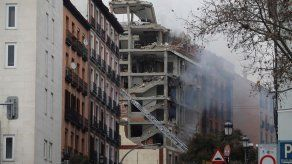 Al menos dos muertos al explotar parte de un edificio en el centro de Madrid