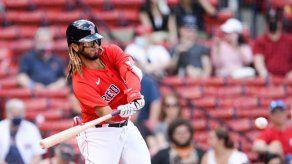 MLB: Jonathan Araúz conecta primeros imparables de la temporada