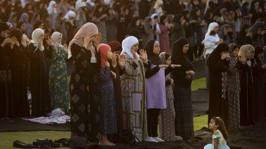 En India, donde el Eid comienza el miércoles, eruditos musulmanes han pedido a la población que actúe con moderación y respete los protocolos para mitigar el contagio del coronavirus.