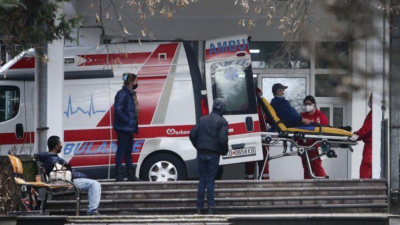 Mientras en la UE se inoculan, Balcanes aún esperan vacunas