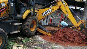 Reparación de tubería mantiene sin agua a varios sectores aledaños a la vía Veneto