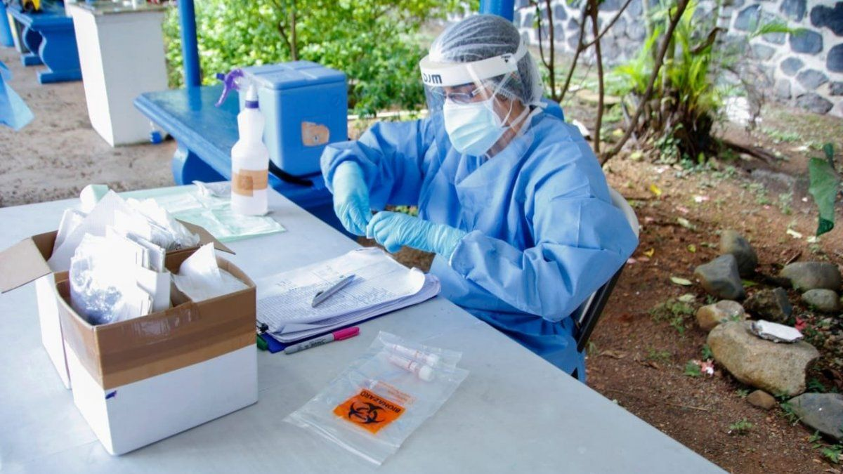 Equipo de trazabilidad aplica pruebas para detectar covid-19.