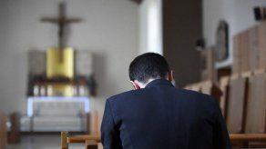 Presentan querella contra dos sacerdotes chilenos por abuso y violación