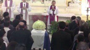 Concluye funeral de expresidente Flores en medio de debate por malversación