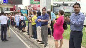 Realizan cadena humana para exigir mejoras en Instituto Fermín Naudeau
