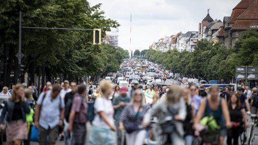 Las autoridades seguían tratando de determinar cuántos manifestantes y agentes habían resultado heridos en los sucesos del domingo,durante las protestas.