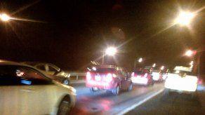 Congestionamiento vehicular en el Puente Centenario por articulado dañado