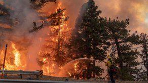 Miles de californianos sufren apagones programados para prevenir incendios