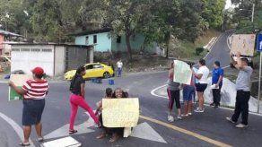 Protesta de moradores afecta tráfico en Kuna Nega