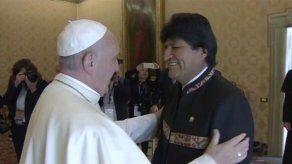 Evo Morales repasó con el papa temas socioeconómicos y le aconsejó tomar coca