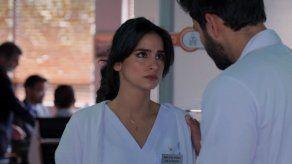 María Clara y el doctor Carlos Pérez, la historia principal de Enfermeras.