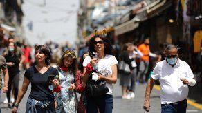 Los israelíes ya no estarán obligados a usar mascarilla al aire libre, mientras el país prosigue con una reapertura casi completa.