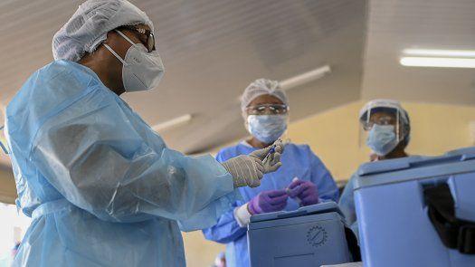 En Panamá se desarrolla el proceso de vacunación contra la COVID-19 con las dosis de Pfizer y de AstraZeneca.