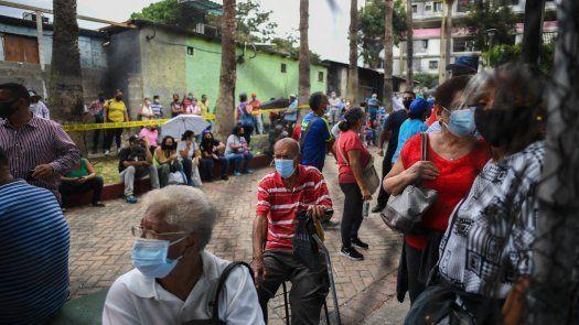 La vicepresidenta Delcy Rodríguez aseguró la semana pasada que 11% de los venezolanos ya habían sido vacunados contra el covid-19; aunque la cifra fue puesta en duda por la ONG Médicos Unidos, crítica de Maduro.