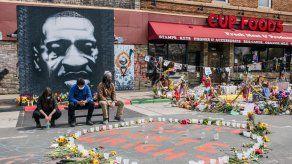 Los fiscales, en sus alegatos finales el lunes, mostraron extractos del desgarrador video de la muerte de George Floyd, que fue visto por millones de personas en todo el mundo.