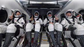 Los astronautas de la NASA Shannon Walker, Michael Hopkins y Victor Glover, así como su colega Soichi Noguch, de la agencia japonesa espacial (JAXA).