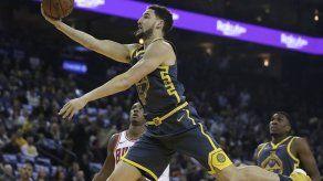 Thompson y Warriors arrasan con unos Bulls en declive