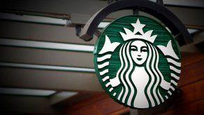 Starbucks suspende publicidad en redes sociales para protestar contra odio racial