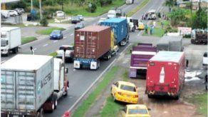 Cuerpo de Bomberos reporta 6 heridos  tras colisión de camión contra bus en Chame