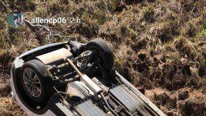 Pelotero panameño Allen Córdoba sale bien librado de accidente en Chiriquí