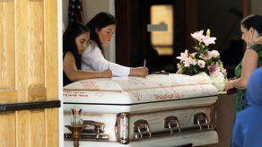 California: Despiden a una de 3 víctimas mortales de masacre