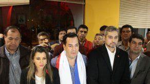 Grupo irrumpe a la fuerza en Gobernación paraguaya y restituye a gobernador