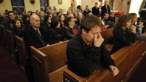 Cientos de personas acuden a entierro de Victoria Soto