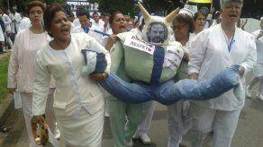 Gremios médicos y Gobierno esperan firmar finiquito de huelga