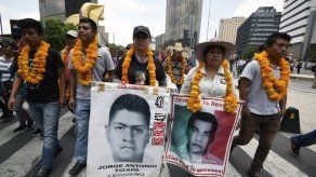 Fiscalía mexicana empezará desde cero investigación de 43 estudiantes desaparecidos