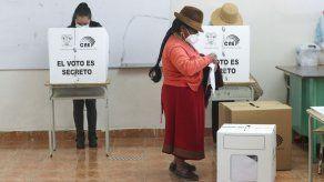 Ecuador cierra comicios presidenciales en relativa calma
