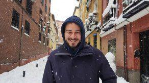 Rapero español se atrinchera en universidad para evitar su arresto