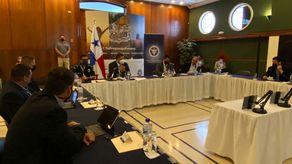 Reunión entre el presidente de la CCIAP, José Ramón Icaza; el ministro de Seguridad, Juan Pino y el director de la Policía Nacional, John Dornheim.