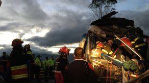 Dos fallecidos y 26 heridos en accidente de tres autobuses en Ecuador