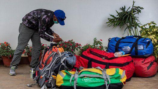 Los sherpas de Nepal se someten periódicamente a pruebas de COVID-19.