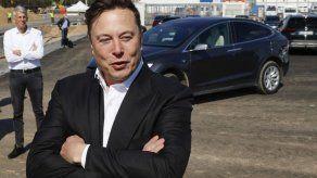 Elon Musk trató de vender Tesla a Apple y otros seis clics tecnológicos