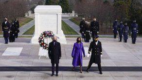 Joe Biden rinde homenaje a los militares caídos