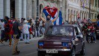 Jjóvenes comunistas, marcharon el jueves por el Malecón de La Habana en apoyo a la revolución en coincidencia con el 27 aniversario de las primeras manifestaciones antigubernamentales desarticuladas por el entonces presidente Fidel Castro.