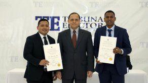 Entregan credenciales al diputado Pedro Torres y al representante Virgilio Rodríguez